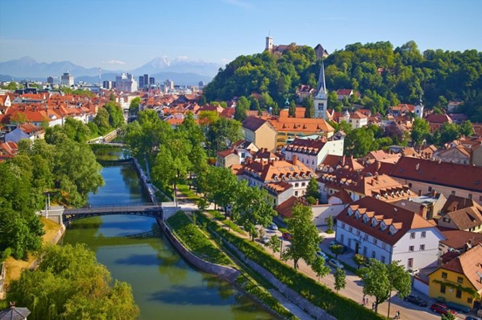 How to buy a Slovenia  .si domain name ?